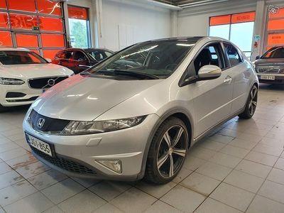 käytetty Honda Civic 5D 1,8i Executive ** Suomiauto / Navi / Lasikatto / Aut. Ilmastointi / Vetokoukku **