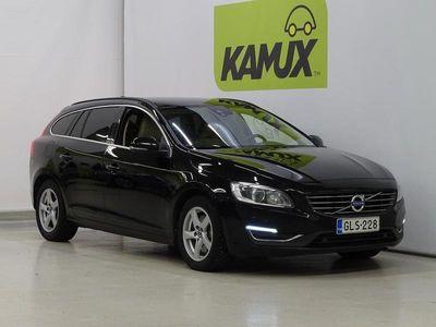 käytetty Volvo V60 D4 AWD Business aut // SUOMI-AUTO / ALV.VÄHENNYSKELP / PA-LISÄLÄMMITIN / VETOKOUKKU / TUTKAT //