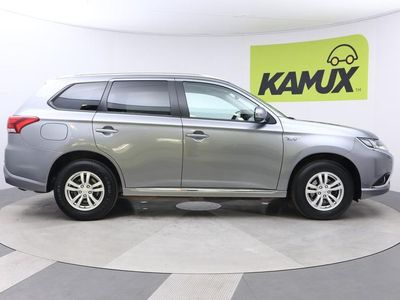 käytetty Mitsubishi Outlander P-HEV 4WD 5P // Apple CarPlay & Android Auto / Nahka-Alcantara / Lämmitettävä ohjauspyörä //