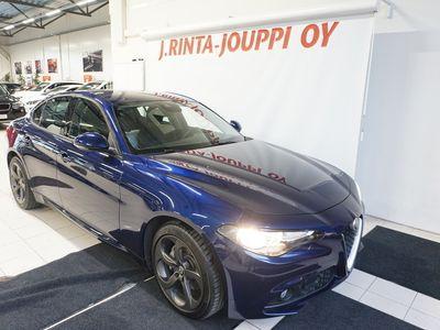 käytetty Alfa Romeo Giulia 2,2 180hp AT8 Super TYYLIKÄS ALFA! NAVI! VAKKARI! *** J. autoturva saatavilla, J. kotiintoimitus