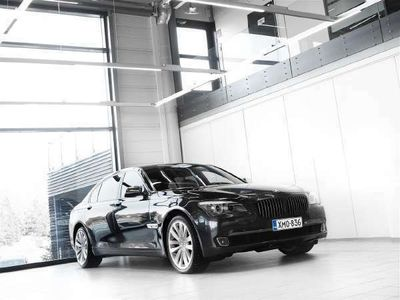 käytetty BMW 750L i F02 Sedan Aut + Nahat + Navi + Webasto + BiXenon + Night Vision + Tutkat