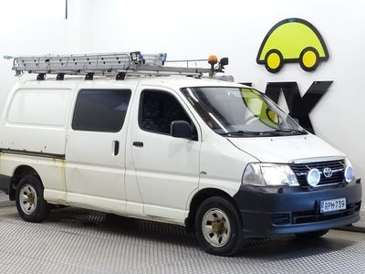 käytetty Toyota HiAce 2,5 D-4D 4WD 117 5ov pitkä / ALV / Vetokoukku / Vakkari