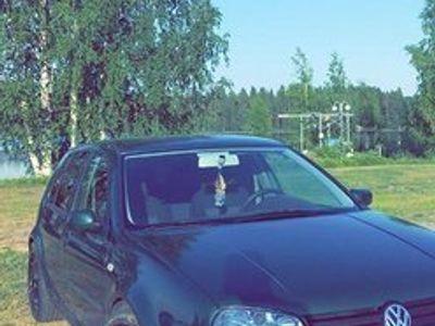 käytetty VW Golf 1,6l bensa