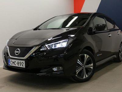 käytetty Nissan Leaf Tekna 40 kWh täyssähköauto, kahdet renkaat aluvantein