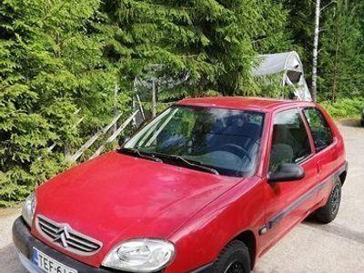 käytetty Citroën Saxo upouusilla nastarenkailla
