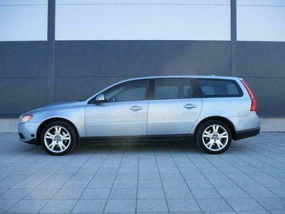 käytetty Volvo V70 2.0D AAC/LISÄLÄMMITIN AJASTIMELLA, 100% HUOLTOKIRJA, TODELLA SIISTI JA TALOUDELLINEN. JOPA ILMAN KÄSIRAHAA!