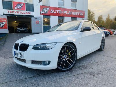 käytetty BMW 335 D E92 Coupe A, UPEAKUNTOINEN SUOMIAUTO! VOIMAA KUIN PIENESSÄ KYLÄSSÄ, SYYSTARJOUS! Tästä hinnasta -1000€!
