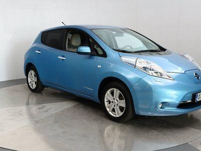 käytetty Nissan Leaf sähköauto automaatti + spoiler aurinkopaneelilla