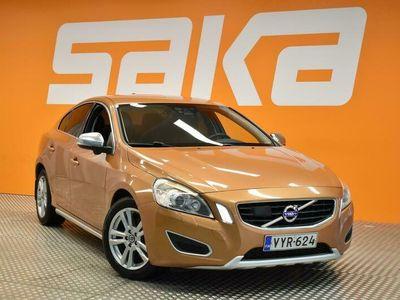 käytetty Volvo S60 CC D5 Summum aut ** Webasto / A / BLIS / Peruutuskamera / Nahkasisusta / Koukku / Lane Departure Warn