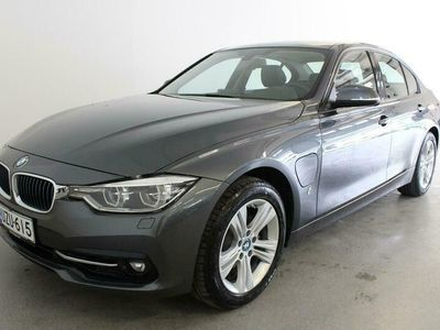 käytetty BMW 330e 3-sarja F30 SedanA Business Exclusive Edition Sport - Todella siisti! 252hv / Navi / Nahat / Sport penkit / LED-ajovalot / Hifit / M-sport ratti!