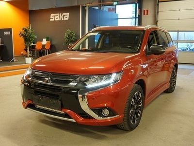 käytetty Mitsubishi Outlander P-HEV Instyle Navi 4WD 5P ** Kattoluukku / BLIS / 360° / Adapt.Vakkari / Rockford Fostage **