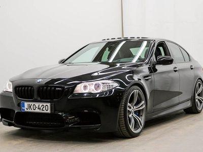 käytetty BMW M5 M5F10 Sedan - HARVINAISEN SIISTI, HYVILLÄ VARUSTEILLA! **** Korko 0,99% + min. 1500 EUR takuuhyvity