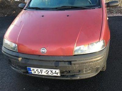käytetty Fiat Punto 1.2 vm.2003 Huom! Ei ajokuntoinen!