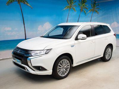 """käytetty Mitsubishi Outlander P-HEV Active Intense 4WD 5P *Vetokoukku / P.kamera / Keyless / Uudella keskinäytöllä* - """"Hullut avajaistar"""