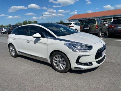 käytetty Citroën DS5 e-HDi 115 White Pearl BMP6 A Stop and St