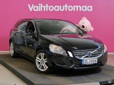 käytetty Volvo V60 1,6D DRIVe Momentum Aut. # Navi # Bluetooth # Cruise