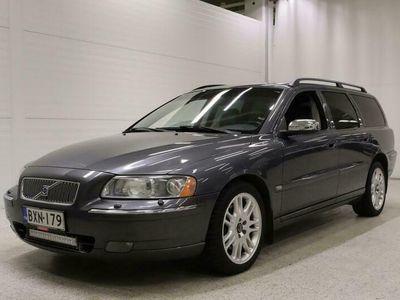 käytetty Volvo V70 2,5T AWD Summum Geartronic - Ruotsi-auto, Vetokoukku, Parkkitutkat, Nahkaverhoilu, Xenon-valot!