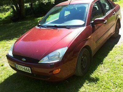 käytetty Ford Focus 01 1.6 zetek 270 000 sedan
