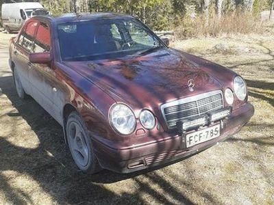 käytetty Mercedes E290 TD
