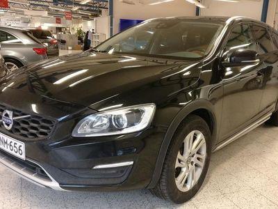 käytetty Volvo V60 CC D4 AWD Business Summum A (MY17.1) **VOC**Adaptiivinen vakkari**Koukku**Polestar**
