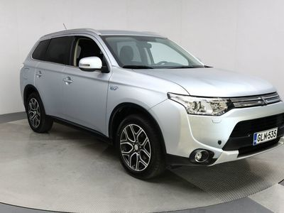käytetty Mitsubishi Outlander P-HEV Intense Plus 4WD 5P Automaatti / Navigointi / Peruutuskamera /
