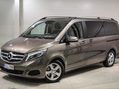 käytetty Mercedes V220 CDI (MY14.1) - 7 hlö, Peruutuskamera, LED-valot,navigointi,vetokoukku ym ym.
