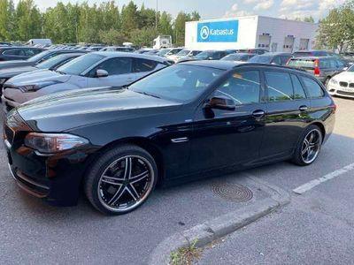 käytetty BMW 520 TwinPower Turbo Sport A F11 Touring Business ** Nahkapenkit / Tutkat / Navi / Juuri tullut **
