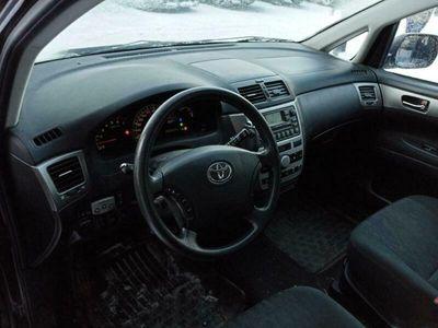 käytetty Toyota Avensis Verso 2,0 VVT-i A - Erittäin siisti yksilö ikäänsä nähden! 7-paikkanen tila-ihme!