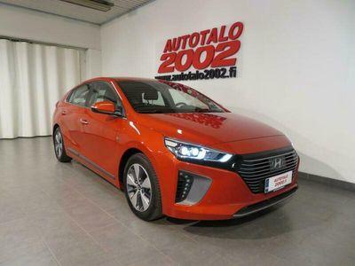 käytetty Hyundai Ioniq plug-in Hybrid 1.6 GDI Premium plus. Huippuvarusteet! Navi,Nahat,Led,Takaist.lämmitys yms. Korkotarjous 0,99%!