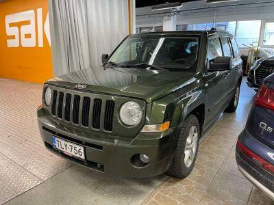 käytetty Jeep Patriot 2,4 CVT Limited ** Suomi-auto / Lohko / Kattoluukku / Koukku / Penkinlämmittimet **