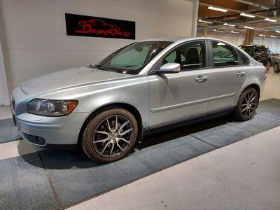 käytetty Volvo S40 2.4I Ilamstointi, 2xhyvät renkaat, Lämmitin ym. Siisti kuntoinen auto.