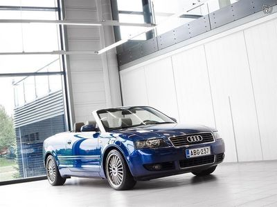 "käytetty Audi A4 Cabriolet 3,0 bensiini Quattro Aut + Nahat + 18"" vanteet"