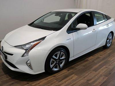 käytetty Toyota Prius Active ** Helmiäisvalkoinen - Tehdastakuu - Huippu varusteet - Lohkolämmitin ja Sisäpistoke ** ****