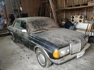 käytetty Mercedes 230 w123automaatti bensa -76
