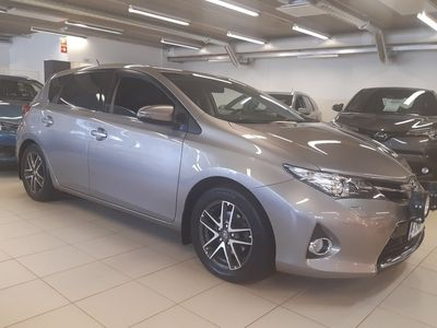 käytetty Toyota Auris 1,6 Valvematic Active Edition 5ov - **Korkotarjous 1,59%+kulut**Toimitusmahdollisuus koko Suomeen** - **Vetokoukku**Navi**Peruutuskamera**
