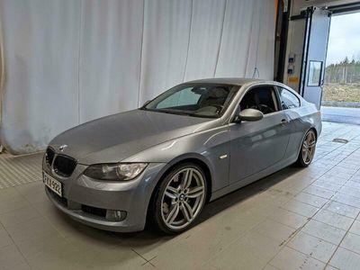 käytetty BMW 330 E92 Coupé - Keyless, M-sport alusta, Sähkönahat, Moottorilämmitin ja sisäpistoke+sisätilanlämmitin, Vakkari, Yms..