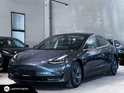 käytetty Tesla Model 3 Long Range Dual Motor AWD / Vetokoukku / Autopilot / Rahoitus / Vaihto