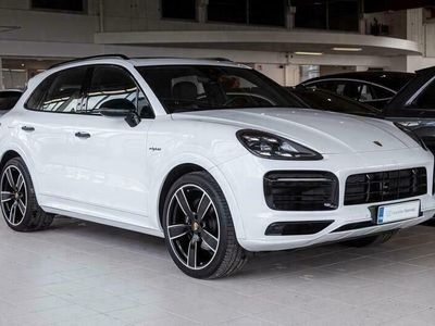 "käytetty Porsche Cayenne E-Hybrid SportDesign, Innodrive, Hieronta, 22"" Sport Classic, Koukku, PDCC"