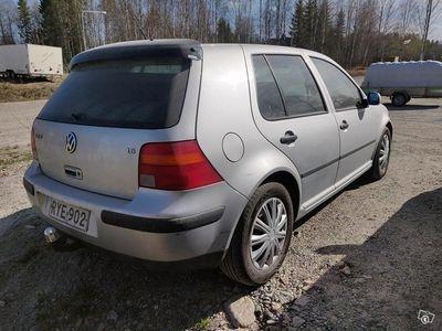 käytetty VW Golf 1.6i laittoon tai ajoon