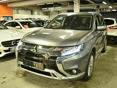 käytetty Mitsubishi Outlander P-HEV Intense Business 4WD 5P ** P-kamera / Merkkihuollettu / KeyLessGO / Vetokoukku **