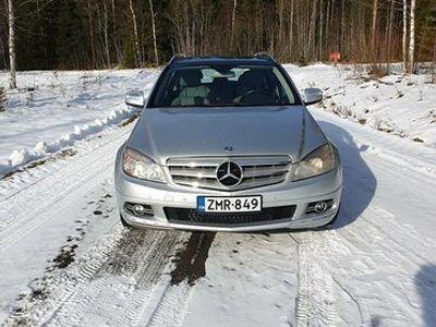 käytetty Mercedes C320