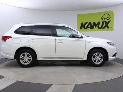 käytetty Mitsubishi Outlander P-HEV Intense 4WD 5P // Vetokoukku / Lämmitettävä ratti / Nahka-alcantara //