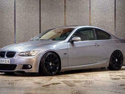 käytetty BMW 335 335Cdi A E92 Coupe M-sport // Korko 1,9% // Kahdet renkaat aluilla // Xenon // Proffa navi // Sähköpenkit // Vakkari