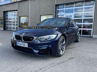 "käytetty BMW M3 F80 3.0 DCT-A REMUS 515 HV NAHKASISUSTUS HIILIKUITUKATTO LED-VALOT DSTC HARMAN CARDON 19"" MICHELIN"