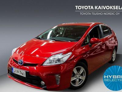 käytetty Toyota Prius HSD Linea Sol 5ov ** Suomi-auto / Turva 12kk / Hieno metallinpunainen! **