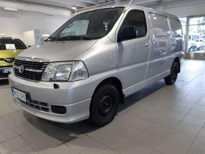 käytetty Toyota HiAce 2,5 D-4D 117 4ov - **Korkotarjous 1,59%** -