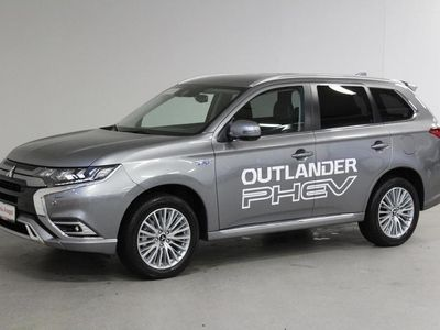 käytetty Mitsubishi Outlander P-HEV Intense 4WD 5P - Tervetuloa koeajolle! ** Kamera / Aktiivi vakionopeudensäädin / LED-ajovalot!