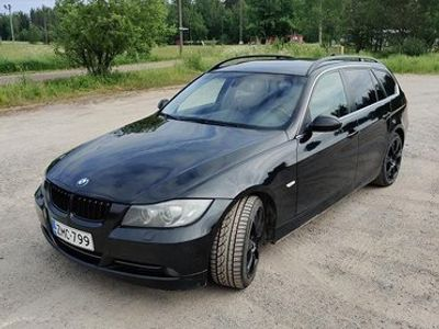 käytetty BMW 330 xd Touring manuaalivaihteistolla