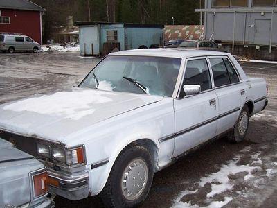 käytetty Toyota Crown 2.2 D vm 1980 ja 1983