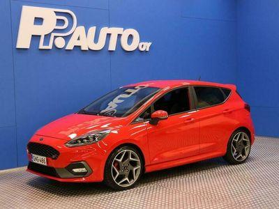 käytetty Ford Fiesta 1,5 EcoBoost 200hv M6 ST 5-ovinen - *1000€ S-bonuskirjaus! Korko 0,99%**, 72 kk, ilman käsirahaa!